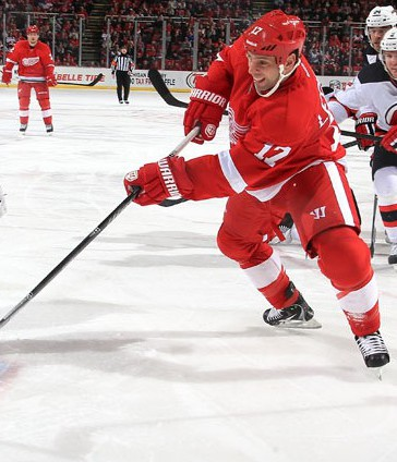 Detroit-Red-Wing-David-Legwand-scores-against-New-Jersey-640x427