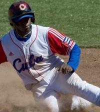 Cuban Rusney Castillo arrives safely in