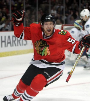 ct-blackhawks-bring-back-defenseman-brian-campbell-20160701